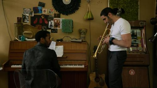 netflix-tip-broeierige-jazzscene-van-parijs-komt-tot-leven-in-the-eddy